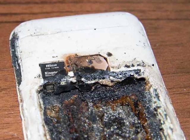 Cô bé 14 tuổi tử nạn vì nổ điện thoại khi đang cắm sạc - 2