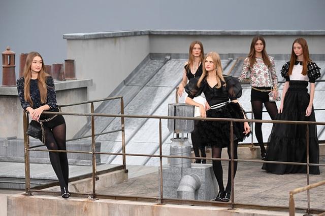 Diễn viên hài gây sốc khi nhảy vào giữa buổi trình diễn của Chanel - 9