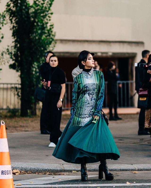 Châu Bùi, Khánh Linh: 2 fashionista Việt ghi dấu ấn tại thánh địa thời trang Paris, Milan - 7