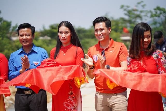 Dàn sao quyên góp xây cầu vượt lũ Quảng Bình - 1