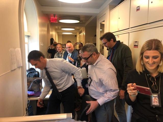 Chuột gây hỗn loạn trong cuộc họp báo ở Nhà Trắng - 1