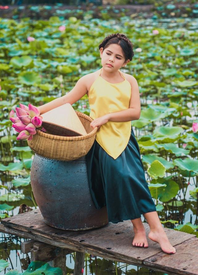 Bông hồng lai Pháp - Việt đốn tim người xem với bộ ảnh bên sen - 3