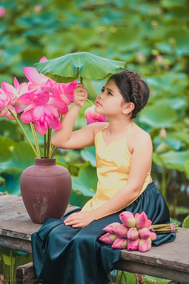 Bông hồng lai Pháp - Việt đốn tim người xem với bộ ảnh bên sen - 4
