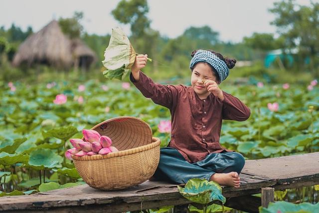 Bông hồng lai Pháp - Việt đốn tim người xem với bộ ảnh bên sen - 13