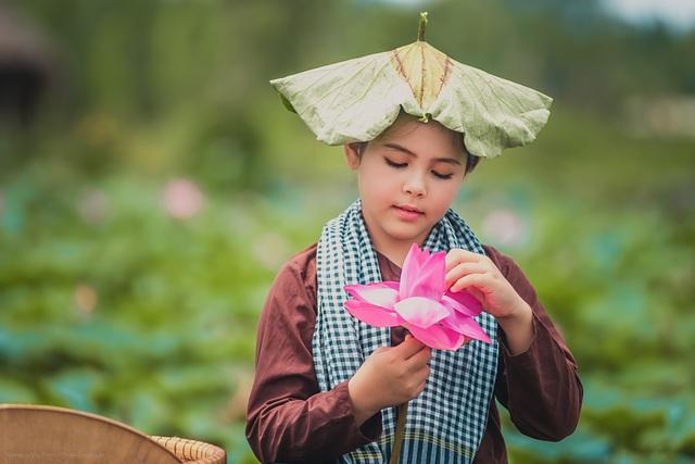 Bông hồng lai Pháp - Việt đốn tim người xem với bộ ảnh bên sen - 12