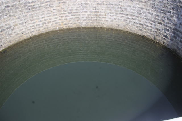 Kỳ lạ giếng nước hàng trăm năm tuổi luôn trong xanh, chưa bao giờ cạn - 5