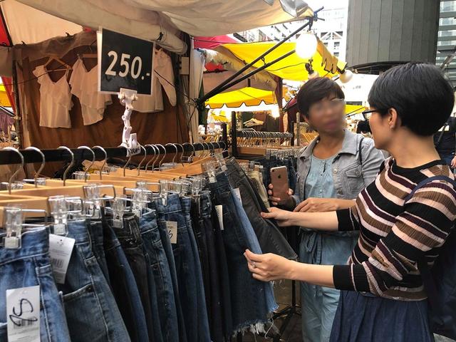 Đi du lịch nước ngoài: Người Việt vẫn nặng tâm lý quà cáp - 1