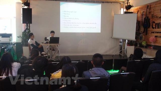 Bác sỹ trẻ người Việt góp sức nâng cao sức khỏe cộng đồng tại Séc - 1