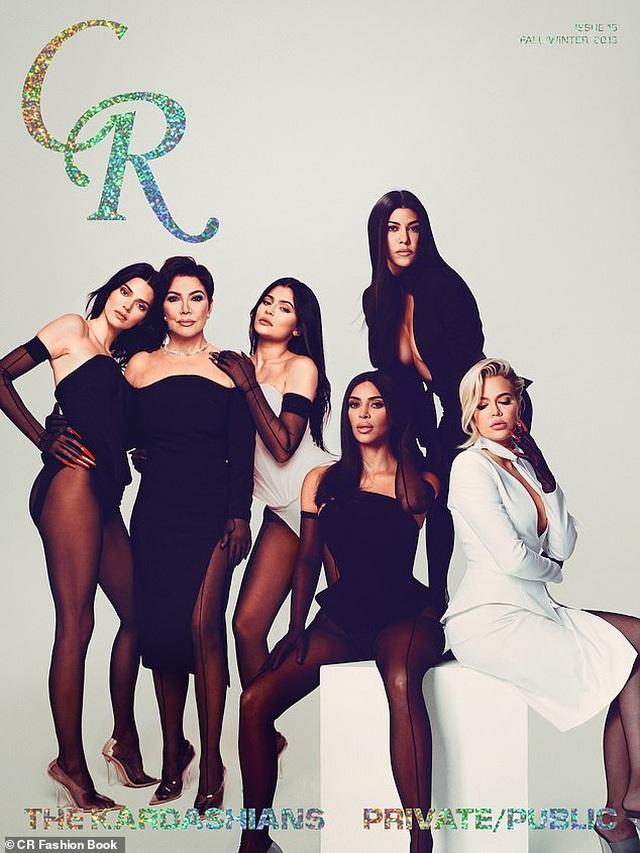 Các kiều nữ nhà Kardashian có ảnh chụp chung đầu tiên sau 2 năm - 1