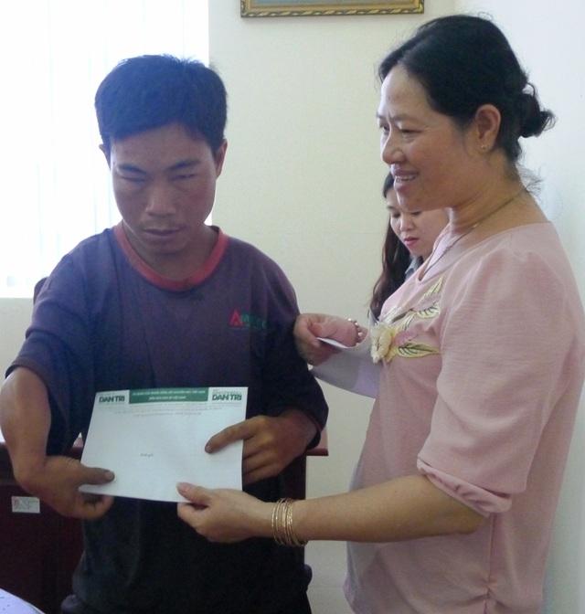 Bạn đọc Dân trí giúp đỡ 14 hộ dân bị thiệt hại do lũ lụt ở Phú Quốc - 3
