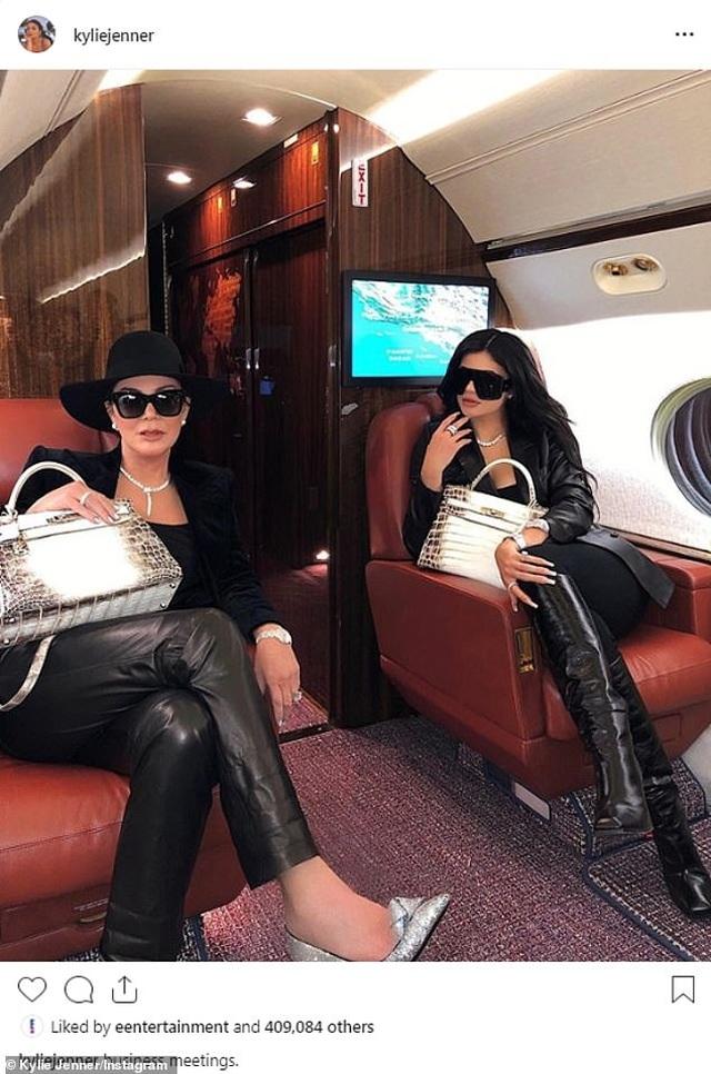 Các kiều nữ nhà Kardashian có ảnh chụp chung đầu tiên sau 2 năm - 5