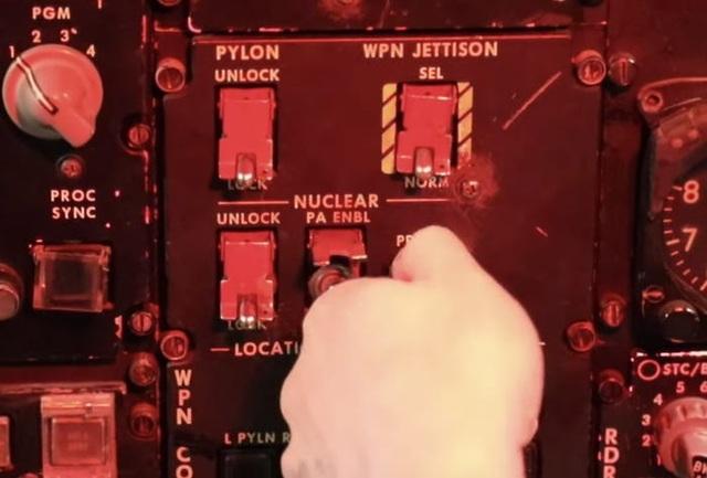 """Bên trong buồng lái """"pháo đài bay"""" B-52H Mỹ diễn tập cảnh báo hạt nhân - 1"""