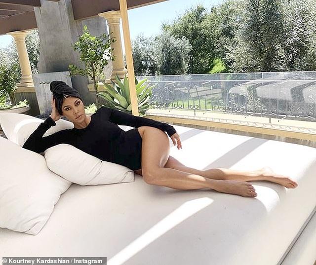 Các kiều nữ nhà Kardashian có ảnh chụp chung đầu tiên sau 2 năm - 6