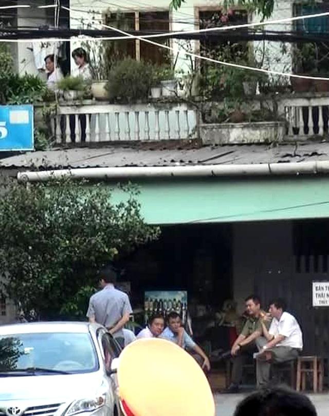 Khám xét căn nhà nghi liên quan đến vụ nổ tại Cục thuế Bình Dương - 2