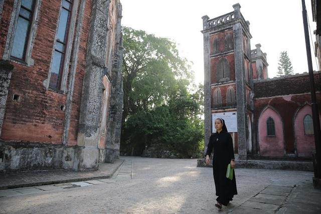 Chiêm ngưỡng vương cung thánh đường đẹp không kém trời Tây ở Việt Nam - 7