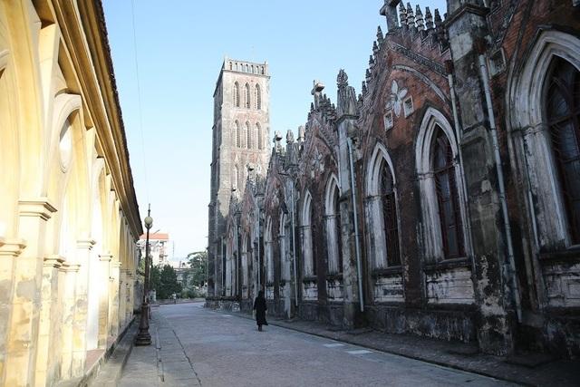 Chiêm ngưỡng vương cung thánh đường đẹp không kém trời Tây ở Việt Nam - 6