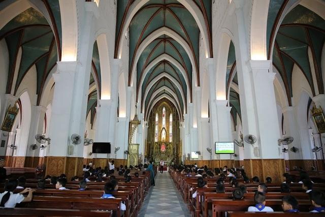 Chiêm ngưỡng vương cung thánh đường đẹp không kém trời Tây ở Việt Nam - 11