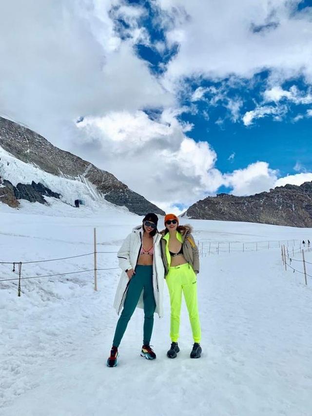 Kỳ Duyên cởi áo khoe nội y giữa núi tuyết   - 11