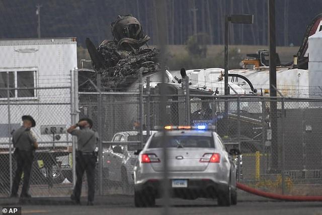 """""""Pháo đài bay"""" B-17 của Mỹ gặp nạn, 7 người chết - 4"""