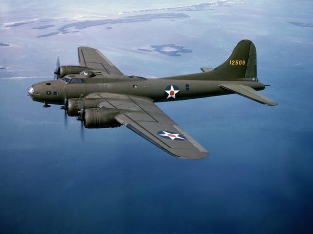 """""""Pháo đài bay"""" B-17 của Mỹ gặp nạn, 7 người chết - 8"""