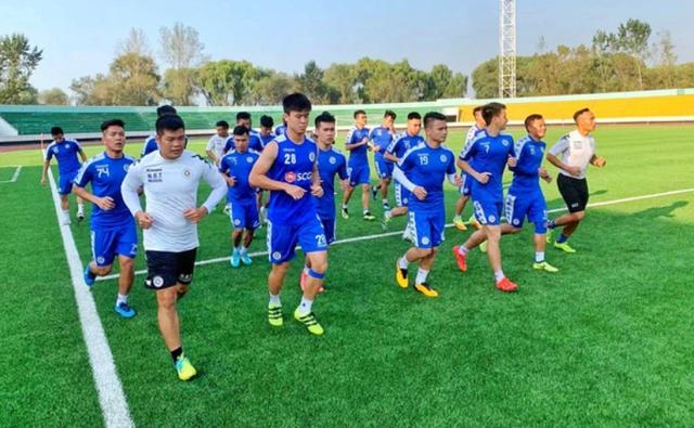 CLB Hà Nội di chuyển gần 1 ngày về nước, HLV Park Hang Seo sốt ruột - 1