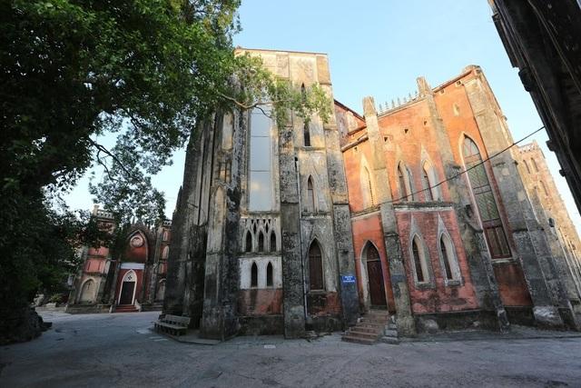 Chiêm ngưỡng vương cung thánh đường đẹp không kém trời Tây ở Việt Nam - 3