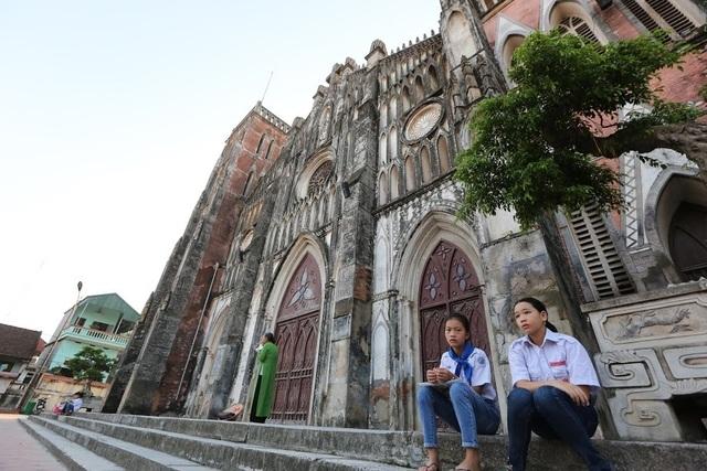 Chiêm ngưỡng vương cung thánh đường đẹp không kém trời Tây ở Việt Nam - 13