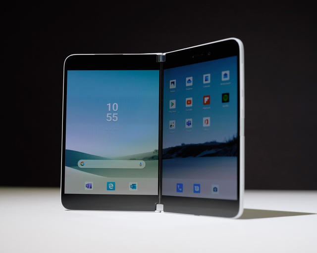 Microsoft bất ngờ trình làng smartphone màn hình gập chạy Android - 1