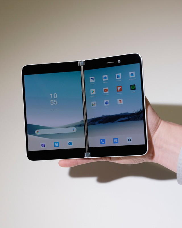 Microsoft bất ngờ trình làng smartphone màn hình gập chạy Android - 2