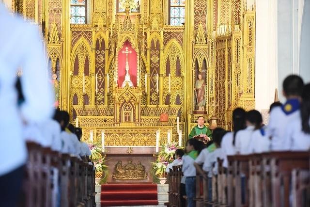 Chiêm ngưỡng vương cung thánh đường đẹp không kém trời Tây ở Việt Nam - 12