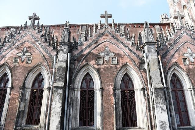 Chiêm ngưỡng vương cung thánh đường đẹp không kém trời Tây ở Việt Nam - 9