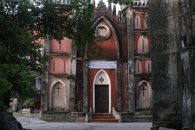Chiêm ngưỡng vương cung thánh đường đẹp không kém trời Tây ở Việt Nam - 2