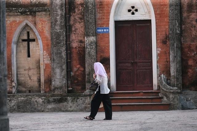 Chiêm ngưỡng vương cung thánh đường đẹp không kém trời Tây ở Việt Nam - 8