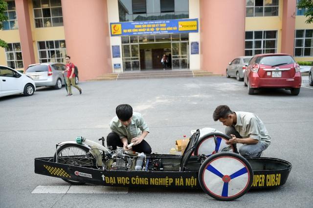 Sinh viên tự chế xe siêu tiết kiệm chạy 1.095 km tốn một lít xăng - 9