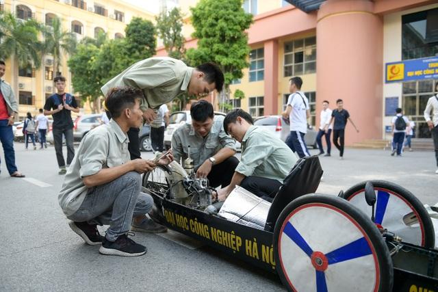 Sinh viên tự chế xe siêu tiết kiệm chạy 1.095 km tốn một lít xăng - 2