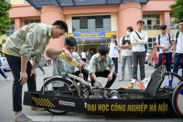 Sinh viên tự chế xe siêu tiết kiệm chạy 1.095 km tốn một lít xăng - 4
