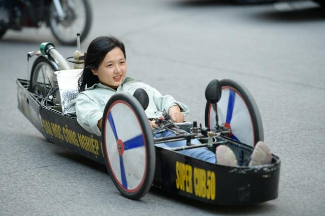 Sinh viên tự chế xe siêu tiết kiệm chạy 1.095 km tốn một lít xăng - 1