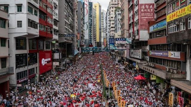 """Nhà giàu Hong Kong đổ xô săn """"thị thực vàng"""" giữa làn sóng biểu tình - 2"""