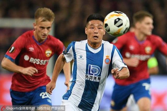Cầu thủ Trung Quốc đầu tiên ghi bàn ở cúp châu Âu - 1