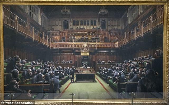 Bức tranh vẽ 100 con tinh tinh được bán với giá kỷ lục hơn 280 tỷ đồng - 1