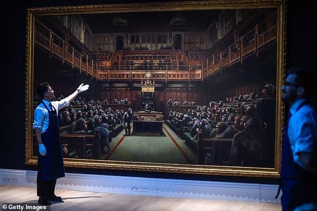 Bức tranh vẽ 100 con tinh tinh được bán với giá kỷ lục hơn 280 tỷ đồng - 2
