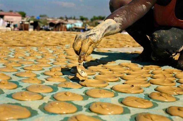 Câu chuyện buồn về bánh làm từ bùn – Món ăn cứu sống nhiều dân nghèo - 4