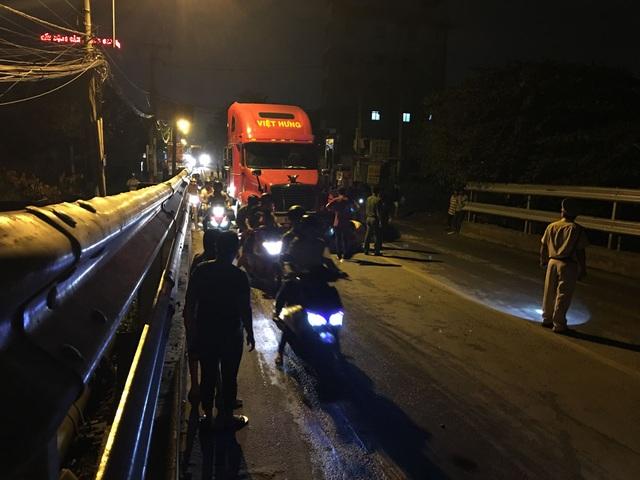 """Liên tiếp va chạm với 2 xe container, người cha trẻ tử vong trên đường """"tử thần"""" - 1"""