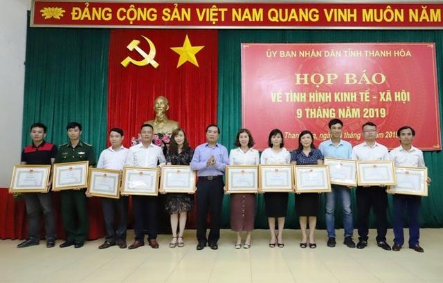 Phóng viên Dân trí nhận bằng khen của Chủ tịch UBND tỉnh Thanh Hoá - 1