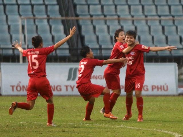 TPHCM chính thức nâng cúp tại giải bóng đá nữ vô địch quốc gia 2019 - 2