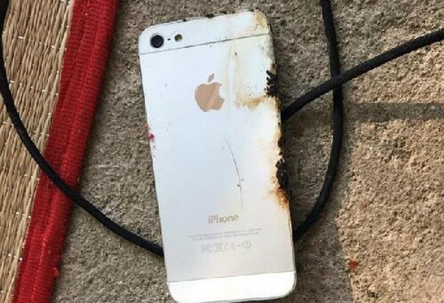 Vừa sạc pin vừa sử dụng điện thoại - Thói quen chết người - 1