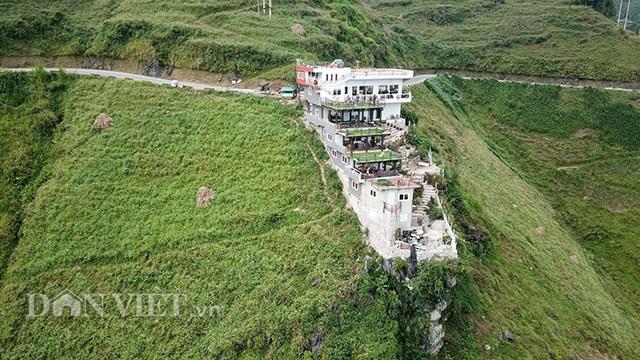 Hà Giang lập đoàn kiểm tra công trình 7 tầng đồ sộ mọc trên đèo Mã Pí Lèng - 2