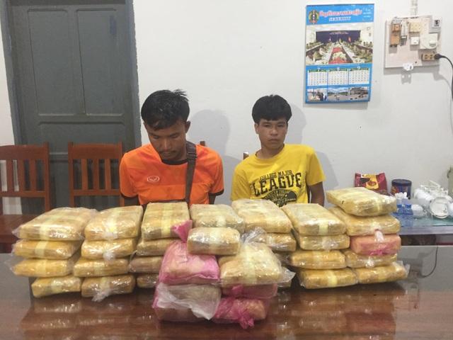 Bắt 2 đối tượng người Lào vận chuyển hơn 200 ngàn viên ma túy sang Việt Nam - 1