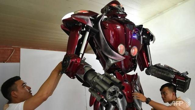 Báo nước ngoài viết về nhóm kỹ sư trẻ Việt Nam làm robot từ phế liệu - 1