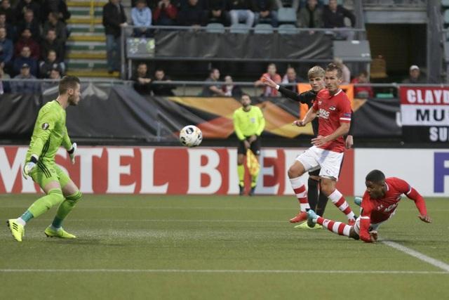 Những khoảnh khắc gây thất vọng của Man Utd trên đất Hà Lan - 7